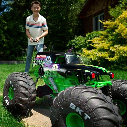 MONSTER JAM Мега джип R/C GRAVE DIGGER